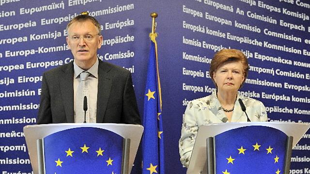 Janez Potocnik och Vaira Vike-Freiberga på presskonferens